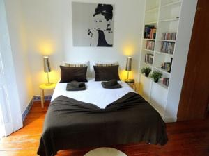 Hello - Lisbon, Nicely Furnished, Clean, Good Location, Reasonably Priced, Free Wifi - More?