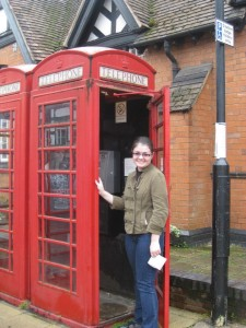 If You Lose Your Iphone - London to The Rescue... Rachel in a Phonebox
